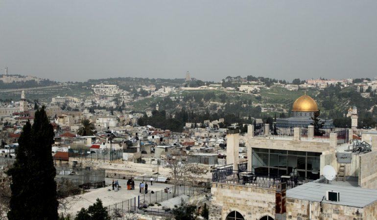 Jeruzalės senamiesčio stogai. Į šį miestą įvažiuoti palestiniečiams iš Gazos ir Vakarų Kranto reikia specialaus leidimo.