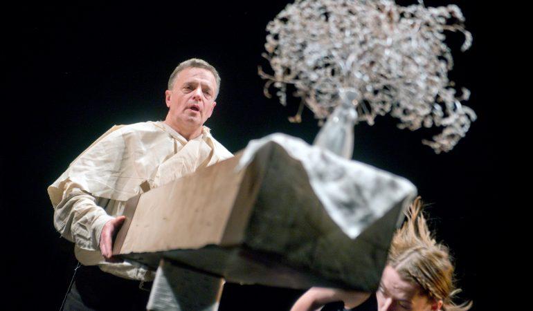 """Jobas spektaklyje """"Jobo knyga"""" (rež. E. Nekrošius), 2014. Dmitrijaus Matvejevo nuotrauka iš """"Meno forto"""" archyvo."""