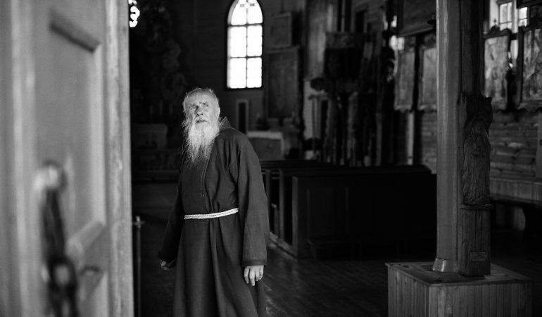 """V. Morkūnienė """"Pokalbiai Tėvo Stanislovo celėje"""". Už vienatvės vartų"""