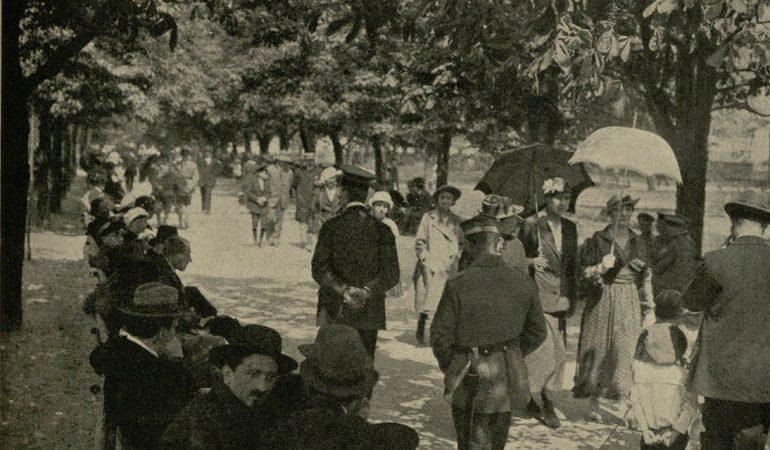 Gegužės sekmadienis Puškino sode. L. Boedeckerio nuotrauka