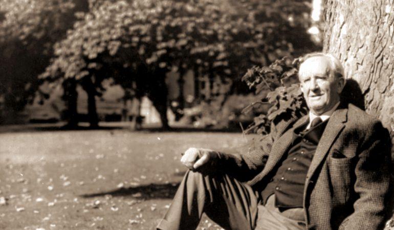 J.R.R. TOLKIEN (Professor John Ronald Reuel Tolkien) British Author Universal Pictorial Press Photo PCO 329550 07.03.1977  Dostawca: PAP/Photoshot