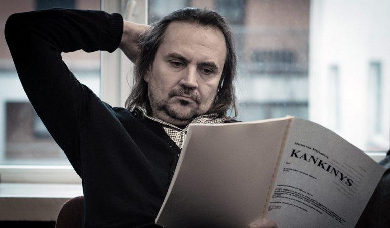 """Oskaras Koršunovas spektaklio """"Kankinys"""" repeticijoje. Tomo Ivanausko nuotr."""
