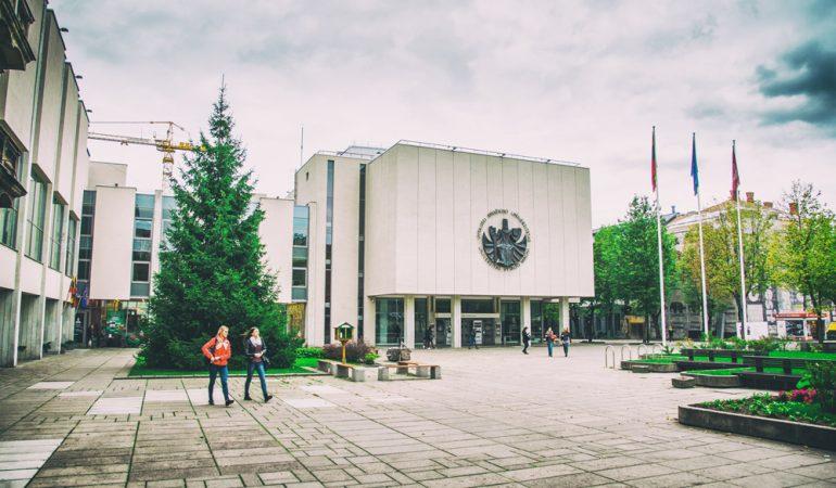Balandžio 28-oji istorijoje: prieš 30 metų atkurtas Vytauto Didžiojo universitetas