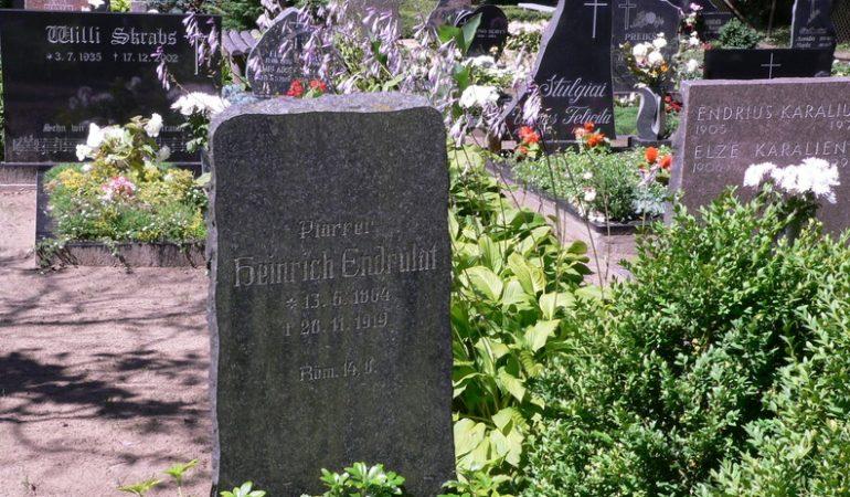 Kunigo Endrikio Endrulaičio kapas Priekulės parapijos Elniškės kapinėse