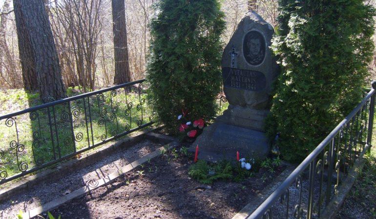 Minime tragišką poeto Vytauto Mačernio žūtį…