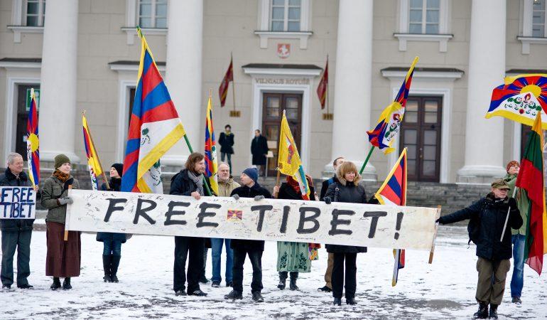 Tibetiečių nacionalinio sukilimo metinių minėjimas Vilniaus Rotušės aikštėje 2011 kovo 10 d.