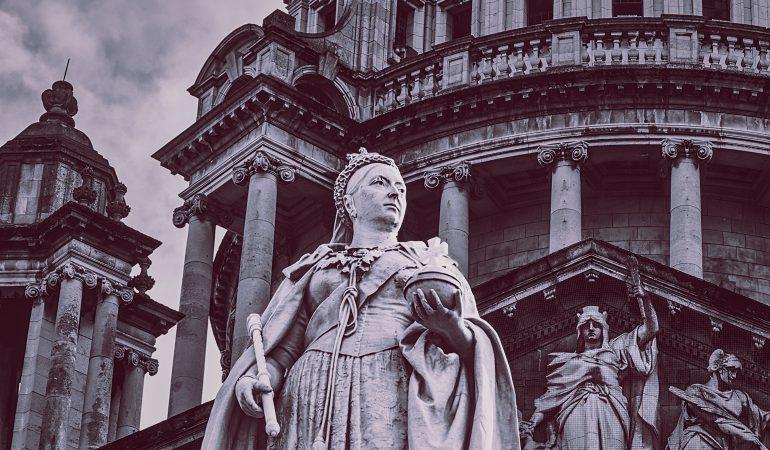 Unsplash nuotrauka, Mitch Hodge, Karalienės Viktorijos statula