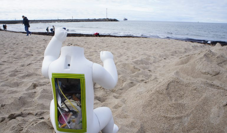 Melnragės paplūdimio smėlio sijojimas, 2019, nuotrauka iš asmeninio G.Bučo archyvo