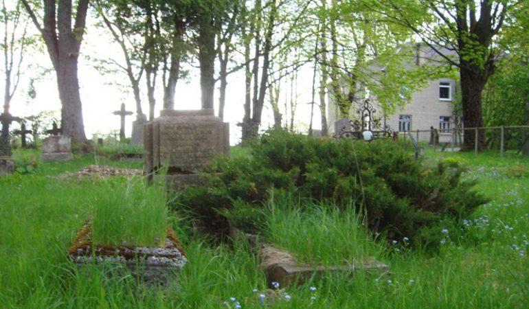 Endrikio ir Marijos Šadagių kapai  Lankupių kapinėse, 2013 m.